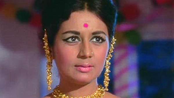 फिल्म 'छोटी बहन' में वो मशहूर अभिनेता राजेंद्र कुमार की बहन के रोल में नजर आईं थी. इसके अलावा वह उस दौर में लड़कियों के क्रश रहे देव आनंद की बहन का किरदार भी निभा चुकी हैं. नंदा 'काला बाजार' में देवसाहब की बहन के रोल में नजर आई थीं.