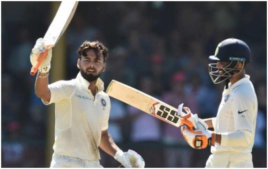 """44 साल के पोंटिंग ने आगे कहा, """"वह दो शतक और कुछ 90 के स्कोर कर चुके हैं. उनके पास भारत के लिए तीनों फॉर्मेट में काफी क्रिकेट खेलने की काबिलियत है. उन्हें अपनी कीपिंग के साथ थोड़ा काम करने की जरूरत है. लेकिन वह उस पर काम कर रहे हैं इसलिए वह जल्दी ही बेहतर कीपर बन जाएंगे और साथ ही बेहतर बल्लेबाज भी बन जाएंगे. हम धोनी के बारे में अक्सर बातें करते रहते हैं और उनके क्रिकेट में प्रभाव के बारे में भी बातें करते हैं. वह काफी टेस्ट खेले लेकिन उनके नाम सिर्फ 6 टेस्ट शतक ही हैं. यह बच्चा (पंत) उनसे काफी ज्यादा शतक बनाएगा."""""""