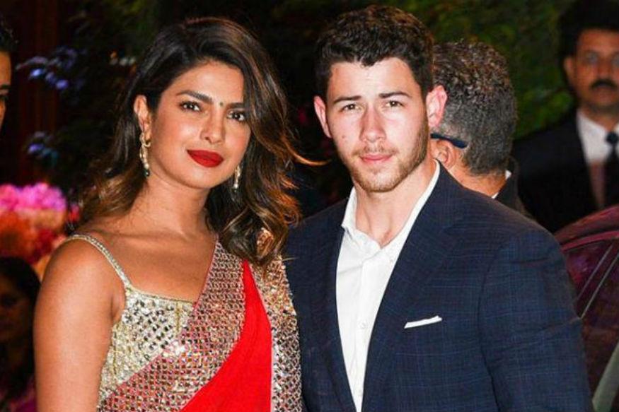 कहते हैं कि शादी के बाद लोगों की ज़िंदगी में बदलाव आते हैं और सेलेब्रिटी कपल Nick Jonas और Priyanka Chopra की ज़िंदगी में भी बदलाव आए. सोशल मीडिया पर चर्चा में रहने वाला ये कपल इंस्टाग्राम पेज पर अपनी तस्वीरें साझा करता रहता है. निक और प्रियंका की तस्वीरों से साफ हो जाता है कि ये कपल प्यार में है और उनकी शादीशुदा जिदंगी काफी अच्छी चल रही है.