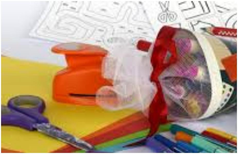 पतंग बनाने की सामग्री- पतंग बनाने के लिए रंगीन पेपर सद्दी लकड़ी, पेंसिल, गोंद, मांझा, चाकू