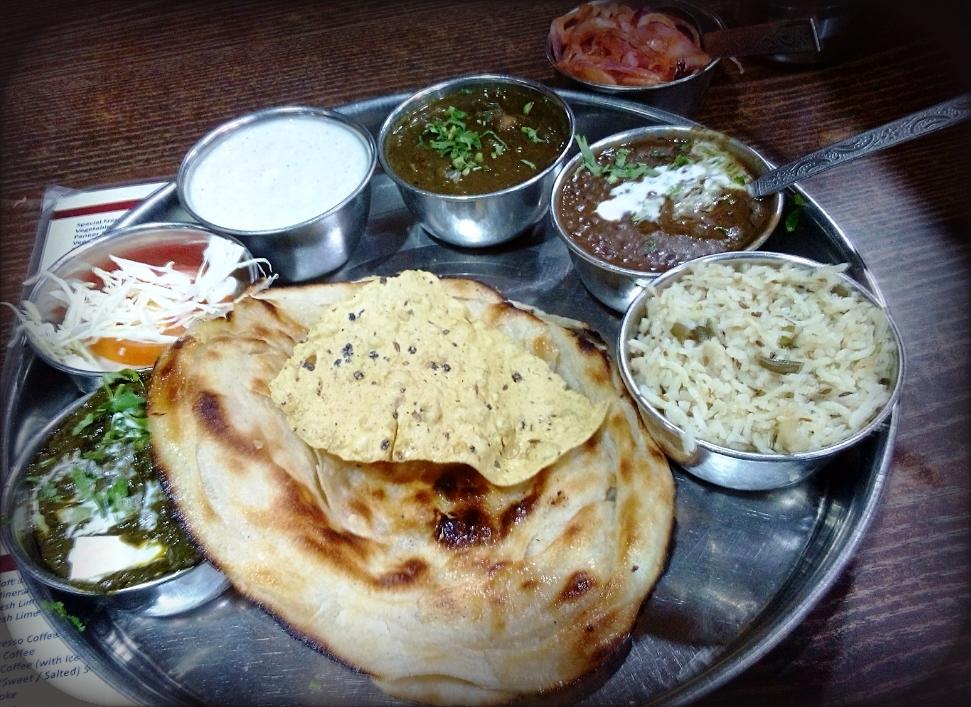 श्री थाल विलेज रेस्टोरेंट, जयपुर. रसोई- राजस्थानी और पंजाबी. यहां की थाली की कीमत 250 रुपए से शुरू है. ये जगह चौकी धानी की तरह है. विलेज थीम का ये रेस्टोरेंट पंजाबी रेगुलर और रॉयल राजस्थानी थालियां बेहद स्वादिष्ट परोसता है. यहां जाने से पहले अच्छी तरह पेट खाली लेकर जाएं.