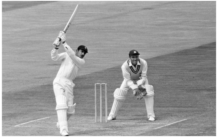 अजीत वाडेकर ने भारत को 1971 में इंग्लैंड और वेस्टइंडीज में जीत दिलाने का काम किया था. जब भी इन दोनों देशों में भारत की पहली सीरीज जीत की बात आती है तो हर कोई वाडेकर को सलाम करता है, जबकि उन्हें इन दो देशों में मिली जीत ने महान बना दिया था.