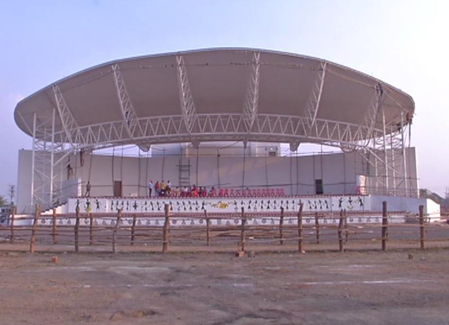 राहुल गांधी की सभा के लिए नया रायपुर में भव्य पंडाल बनवाया जा रहा है. सभा की तैयारी बीते करीब 15 दिन से चल रही है. डोम व स्टेज का काम लगभग पूरा हो चुका है.