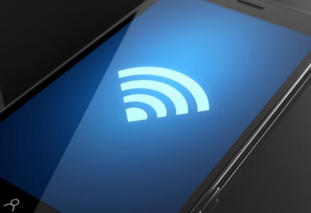 स्मार्टफोन का इस्तेमाल कर रहे लोगों के लिए खुशखबरी है क्योंकि WiFi Alliance ने 802.11 वाई-फाई स्टैंडर्ड्स की रीब्रैंडिंग करने का ऐलान किया है, जिसके बाद अब वाई-फाई 6 मिलने की संभावना जताई जा रही है. ऐसे में अगर किसी यूजर को इंटरनेट की अच्छी स्पीड मिलती है तो वह एक सेकेण्ड में 3जीबी तक की 3 फिल्में डाउनलोड कर सकेंगे.