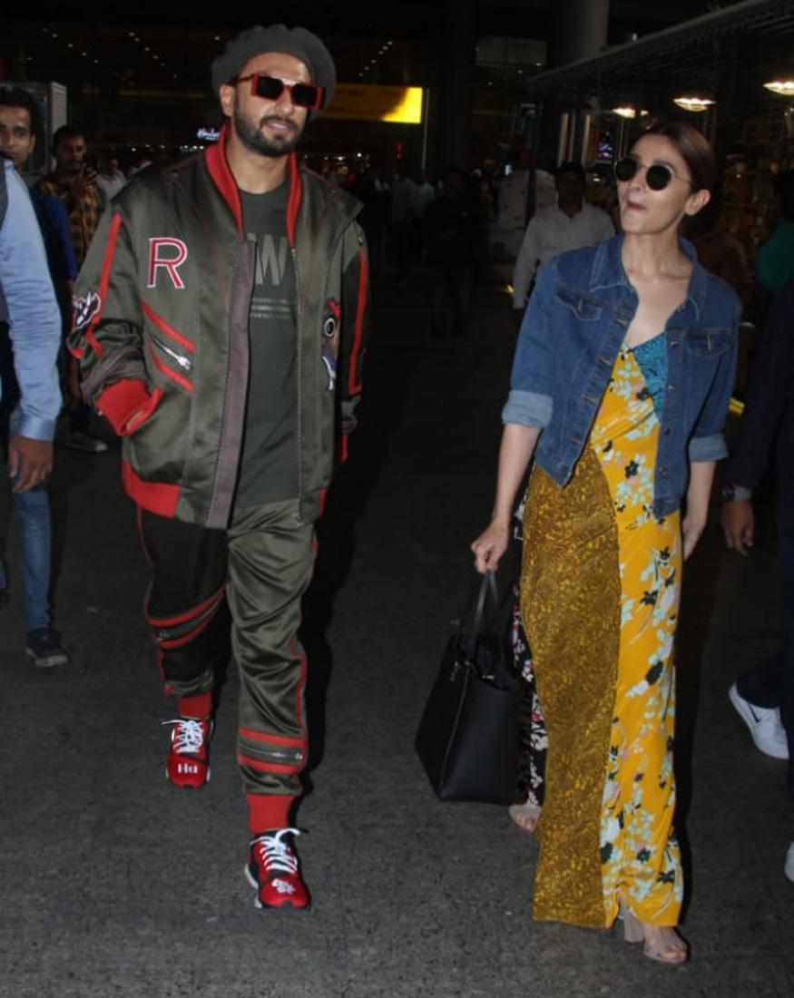 गली बॉय स्टार्स कुछ इस अंदाज में एयरपोर्ट पर पहुंचे. दोनों को फंकी लुक में मुंबई एयरपोर्ट पर स्पॉट किया गया. आलिया-रणवीर अपनी फिल्म का प्रमोशन पूरा कर दिल्ली से लौटे थे.