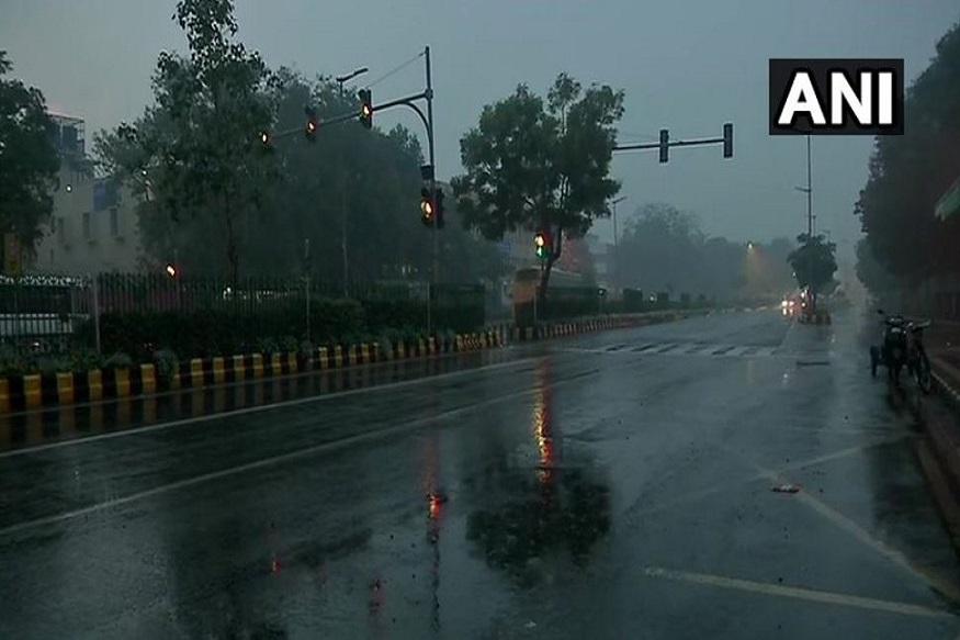 साथ ही मौसम विभाग ने संभावना जताई है कि दिल्ली में तेज हवाएं भी चलेंगी, जिसके कारण मौसम में ठंडक रहेगी.