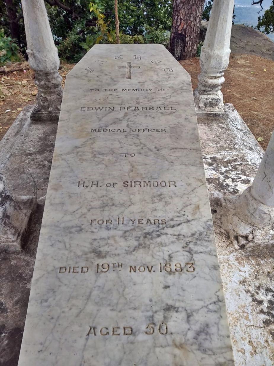 बताया जाता है कि लूसिया ने भी अपने पति की कब्र के पास दफन होने की इच्छा जताई.