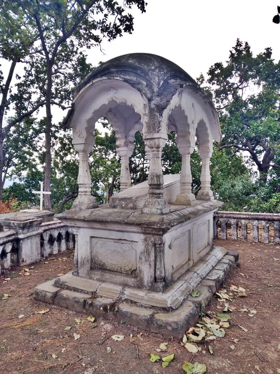 आज भी विला राऊंड स्थित कैथोलिक कब्रगाह इस पियरसाल दंपति के अमर प्रेम की कहानी बयां करती है. वास्तुकला से परिपूर्ण कब्रें यहां आने वालों को अपनी ओर आकर्षित करती है.