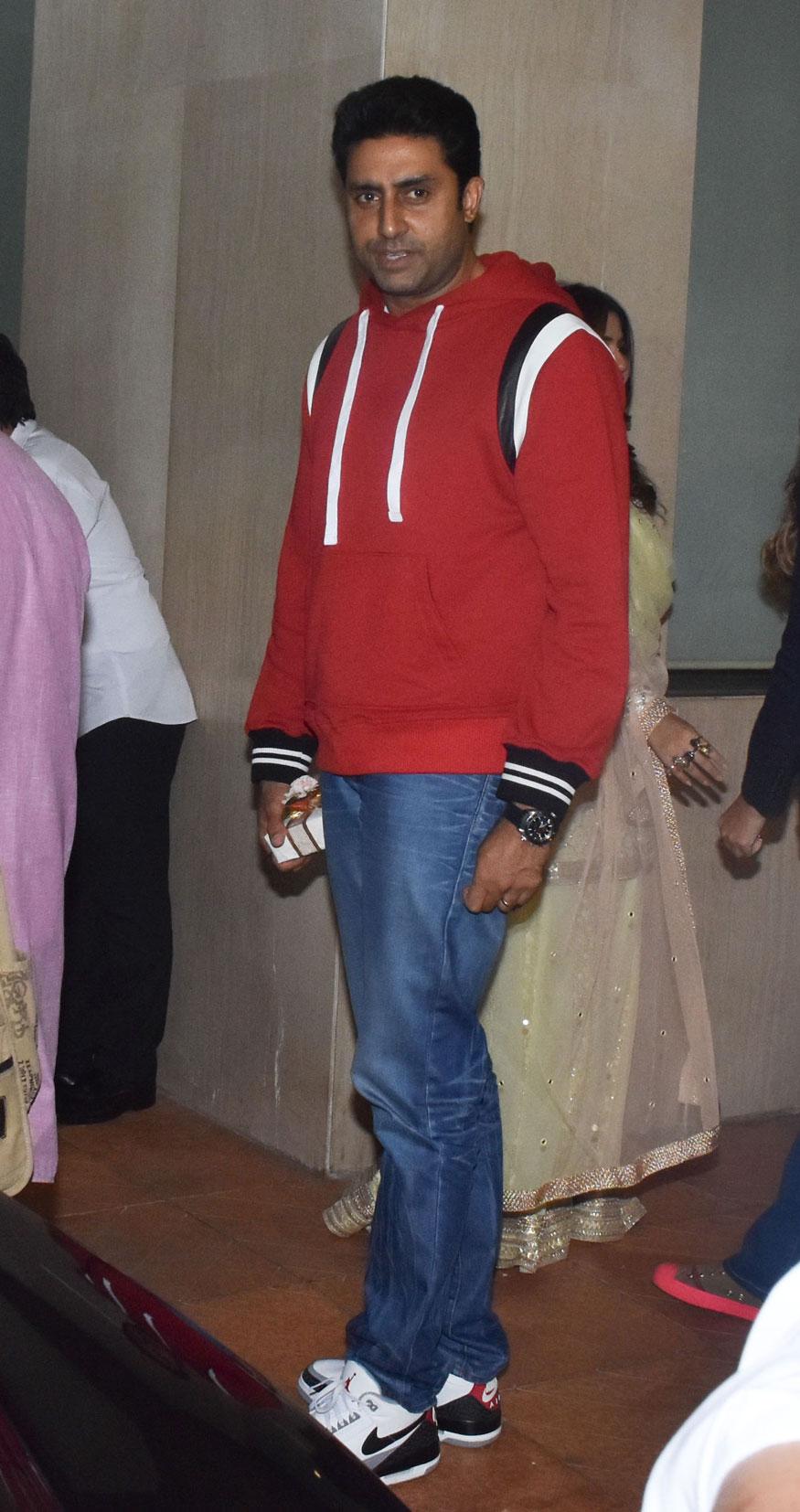 अभिनेता अभिषेक बच्चन भी बहन श्वेता बच्चन के साथ इस समारोह का हिस्सा बने.