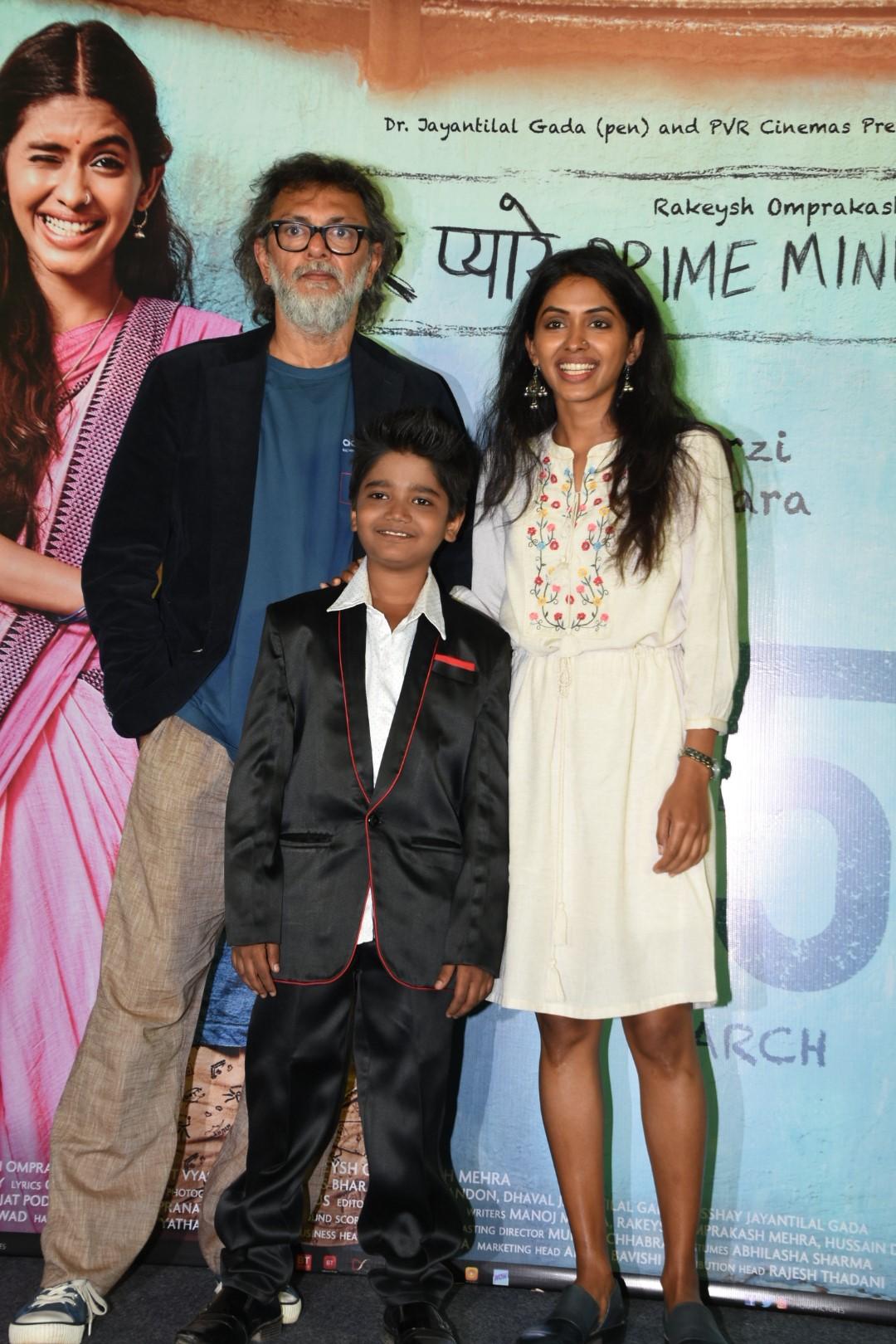 अभिनेत्री अंजलि पाटिल और नितेश वाधवा फिल्म में प्रेमी की भूमिका निभा रहे है और छोटे कान्हू का किरदार फ़िल्म में ओम कनौजिया द्वारा निभाया गया है.