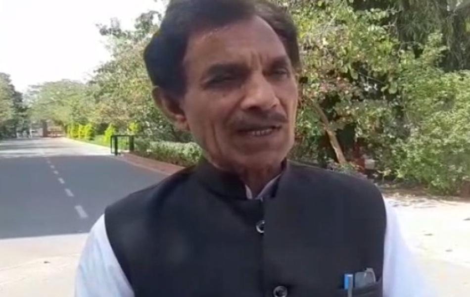 जयपुर के बस्सी विधानसभा क्षेत्र के निर्दलीय विधायक जीते लक्ष्मण मीणा पहली बार विधानसभा पहुंचे हैं. सीएम से मुलाकात करने वाले विधायकों में ये भी शामिल रहे. अब लोकसभा चुनावों से पहले कांग्रेस इन बागी निर्दलीयों का भी साथ लेगी.