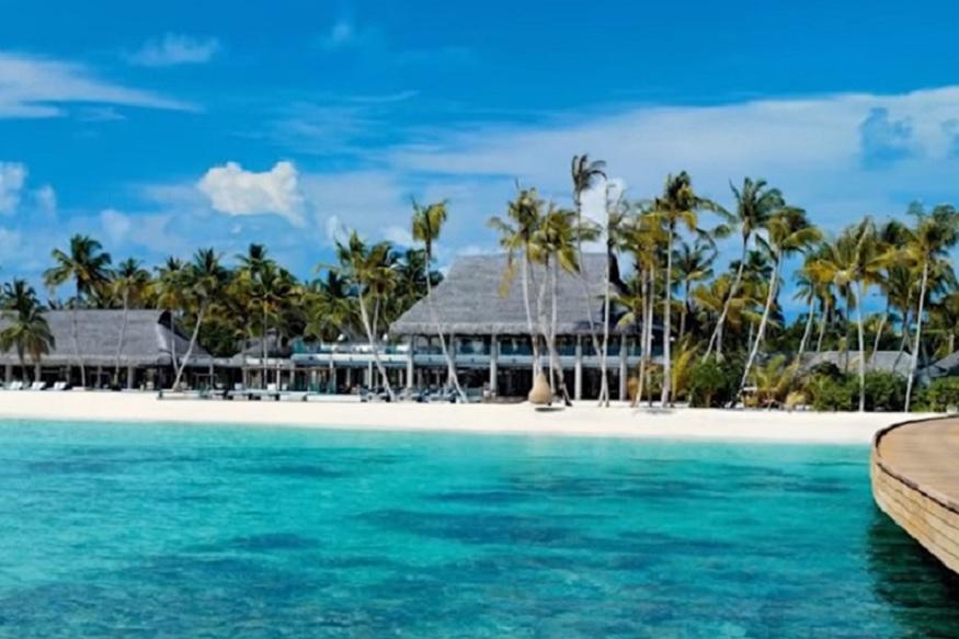 जब पार्टी की बात चली है तो बता दें कि करीब दो साल पहले प्रिंस ने मालदीव में एक शानदार पार्टी का आयोजन किया था. कहते हैं कि दुनिया में पिछले कुछ सालों में ऐसी पार्टी तो किसी ने दी ही नहीं. इस पर कुल मिलाकर आठ मिलियन डॉलर यानि 57 करोड़ रुपए खर्च हुआ. ये पार्टी हफ्ते भर चली. इतने दिनों के लिए मालदीव करीब 50 आलीशान विला, होटल बुक थे. हफ्ते भर जमकर शराब बही, नाच-गाना हुआ और जमकर मेहमानों ने इसका लुत्फ लिया. हॉलीवुड की नामी सेलिब्रिटीज इसमें आईं हुईं थीं.