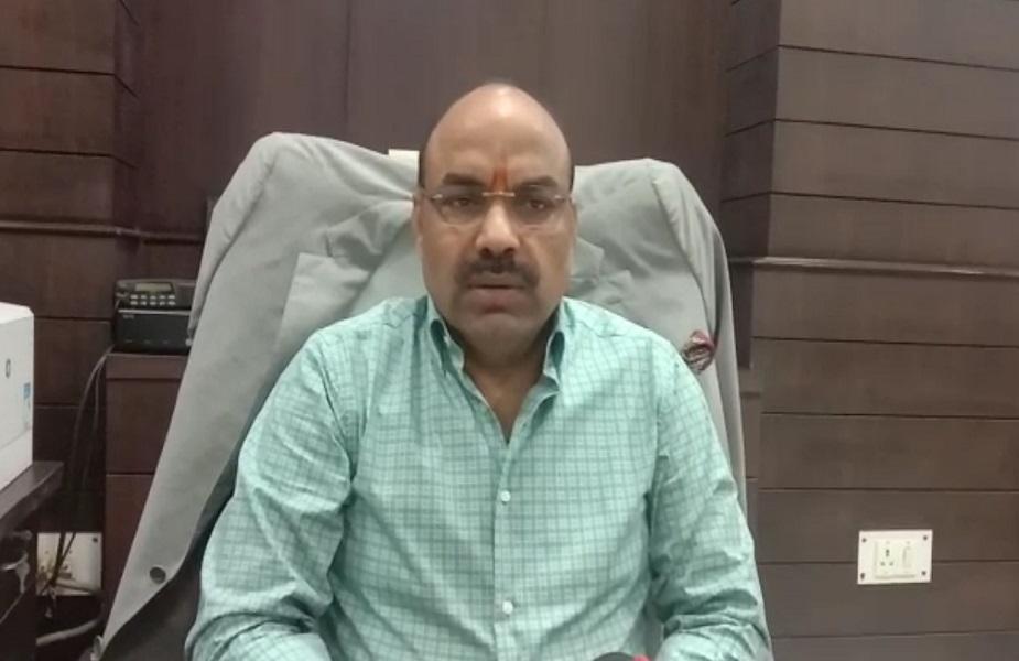 उन्नाव के जिलाधिकारी देवेंद्र कुमार पांडेय ने कहा कि Pok में जो सर्जिकल स्ट्राइक हुई है उसे देखते हुए एयर स्ट्रिप सुरक्षा बढ़ाई गई है. ऐसा हमने प्रिवेंटिव कार्रवाई के तहत ये कदम उठाया है.