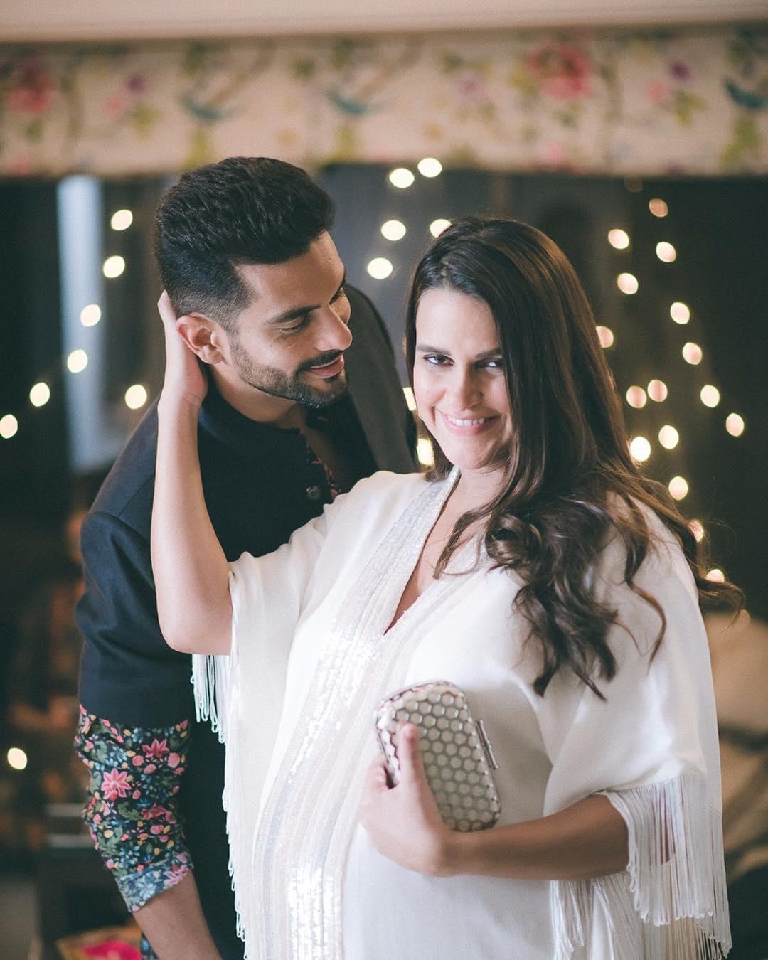अंगद ने अपनी पत्नी नेहा के शो '' में आकर ही शादी से पहले प्रेग्नेंसी की बात स्वीकार की थी. जब नेहा ने पूछा कि घरवालों को शादी के लिए मनाना कैसा था तो अंगद ने पूरी बात खुल कर बताई थी.