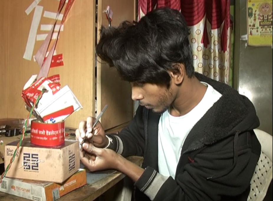 ये हैं रायपुर के अभय वासनिक जो एक नायाब कला के धनी है.