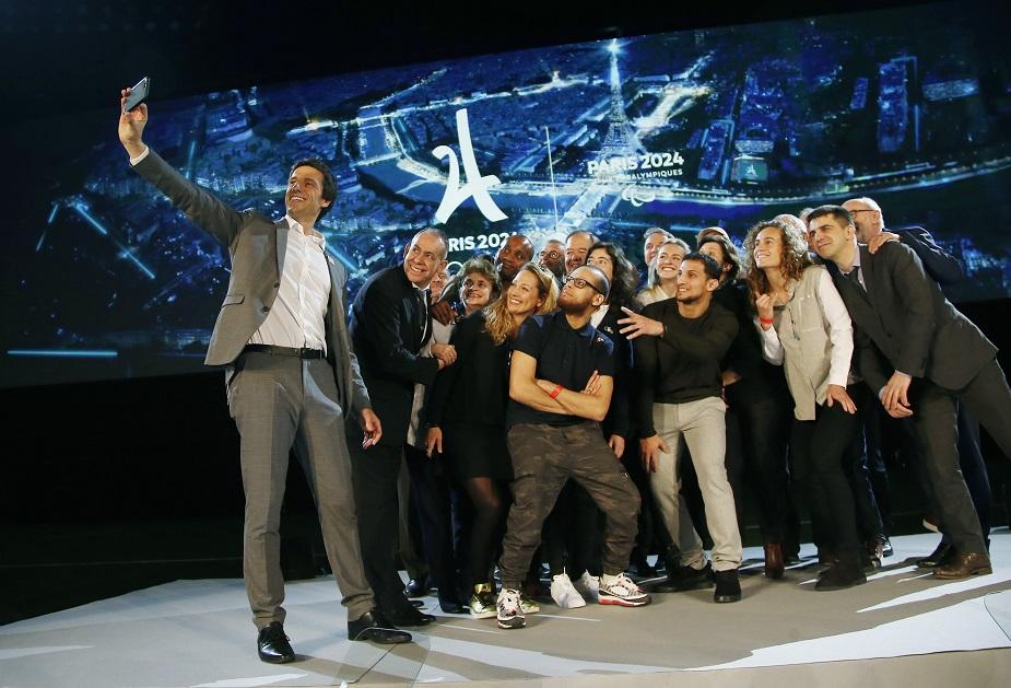 कहा जा रहा है कि ब्रेकडांसिंग को ओलंपिक में शामिल करने से इसकी लोकप्रियता बढ़ जाएगी. पेरिस 2024 में स्क्वैश को भी शामिल करने को प्रस्ताव था, लेकिन इसे खारिज कर दिया गया.
