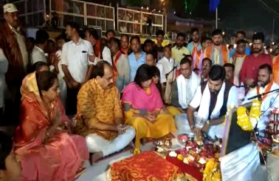 खरगोन जिले के मण्डलेश्वर में नर्मदा जयंति पर नदी महोत्सव शुरू हुआ. संस्कृतिक मंत्री डॉ विजयलक्ष्मी साधौ<br />ने महोत्सव का शुभांरभ किया.