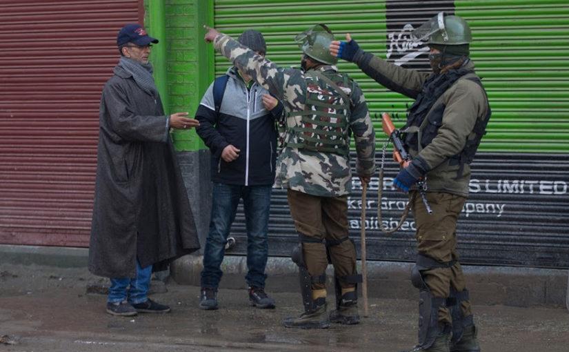 17 घंटे से मुठभेड़ जारी, तीन आतंकी ढेर , दक्षिण कश्मीर के DIG और सेना के ब्रिगेडियर घायल