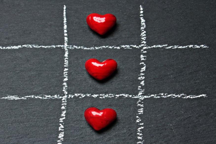 ये दिन ऐसा होता है कि प्यार में रहते हुए नए रिलेशन की वजह से आप इसे ठीक से सेलिब्रेट भी नहीं कर पाते हैं. इसके पीछ कई वजहें हो सकती हैं.