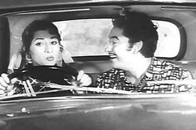 'नील कमल' दो साल बाद मधुबाला ने बॉम्बे टॉकिज की फिल्म 'महल' में काम किया और ये फिल्म सुपर-डुपर हिट रही. इस फिल्म की सफलता के बाद उन्होंने कभी पीछे मुड़कर नहीं देखा.