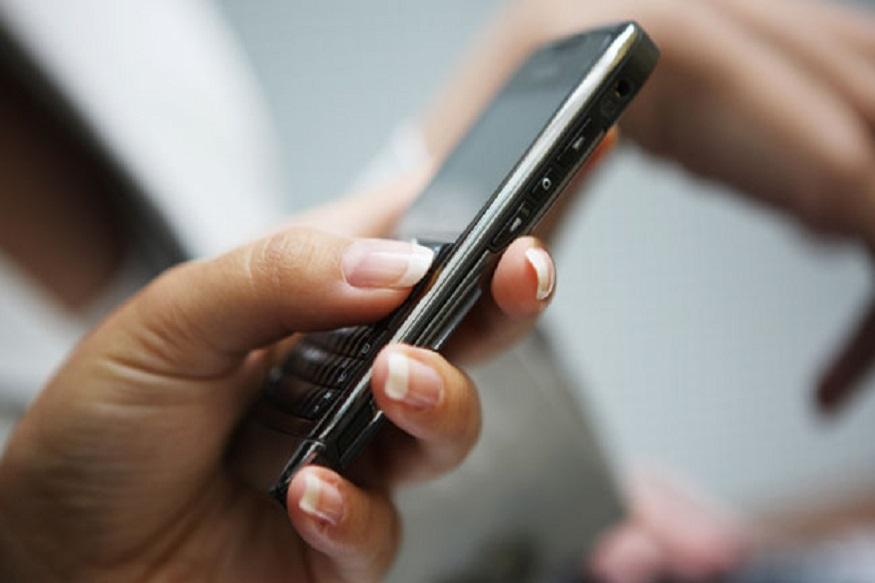 LIC भेज रहा है ग्राहकों को SMS- LIC अपने ग्राहकों को SMS भेज रहा है. दरअसल, LIC डिजिटल होने जारी रही और अगले महीने 1 मार्च 2019 से ऑटोमेटेड SMS के जरिए पॉलिसी होल्डर्स को प्रीमियम से जुड़ी जानकारी देगी. प्रीमियम बकाया होने पर रिमाइंडर एसएमएस के जरिए ही दिया जाएगा. यदि आपको यह SMS मिला है तो समझ जाएं कि आपका नंबर LIC में रजिस्टर्ड है. वहीं यदि आपको SMS नहीं मिला तो समझ जाएं कि आपका नंबर या तो रजिस्टर्ड नहीं है या अपडेट नहीं है. इसलिए आप जल्द से जल्द अपना मोबाइल नंबर रजिस्टर कराएं.