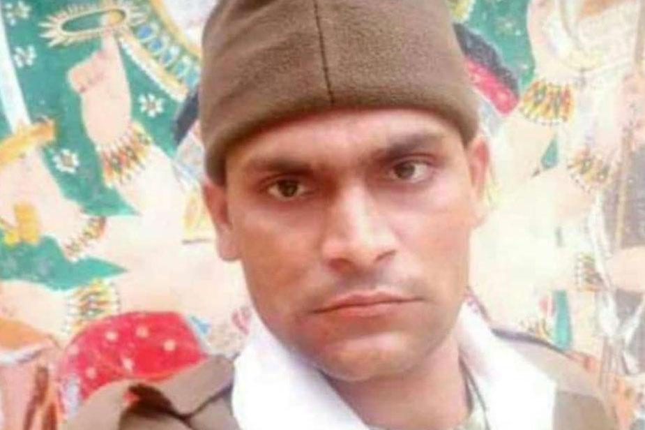 प्रयागराज के मेजा के महेश कुमार भी शहीद हुए जवानों में शामिल हैं. महेश 118 बटालियन में तैनात थे. इस समय उनकी पोस्टिंग बिहार में थी.
