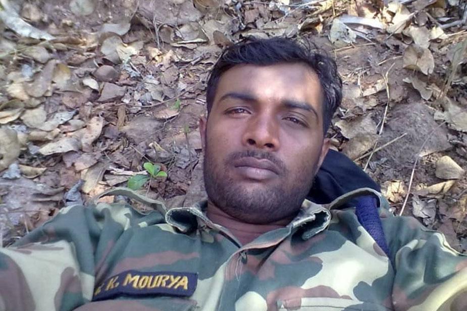 देवरिया के भटनी थाना क्षेत्र के छपिया जयदेव गांव के विजय मौर्या भी हमले में शहीद हुए हैं. वे CRPF के 82वीं बटालियन में कांस्टेबल पद पर तैनात थे.