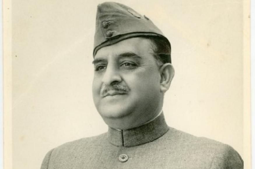 जब वो मेरठ में 1952 में पहला आमचुनाव लड़ रहे थे तो इस शहर ने उन्हें हाथों हाथ लिया, क्योंकि आजाद हिंद फौज के बड़े सेनानी थे और पाकिस्तान की जगह उन्होंने भारत में जिंदगी बिताने का फैसला किया था. उसी समय उनका बेटा पाकिस्तानी सेना में भर्ती हुआ था. उसके बाद दोनों ने तरक्की की. शाहनवाज ने भारतीय राजनीति में सीढियां चढ़ीं तो बेटे ने पाकिस्तानी फौज में तरक्की की. कुछ साल बाद जब वो भारत सरकार में मंत्री बने तो बेटा पाकिस्तानी फौज में बड़ा अफसर बन चुका था. शाहनवाज ने 1952 से लेकर 1962 लगातार तीन संसदीय चुनाव मेरठ से जीते. 67 के चुनावों में वो हार गए लेकिन 1971 में वो फिर मेरठ से जीते. वो केंद्र में कई विभागों के मंत्री बने.