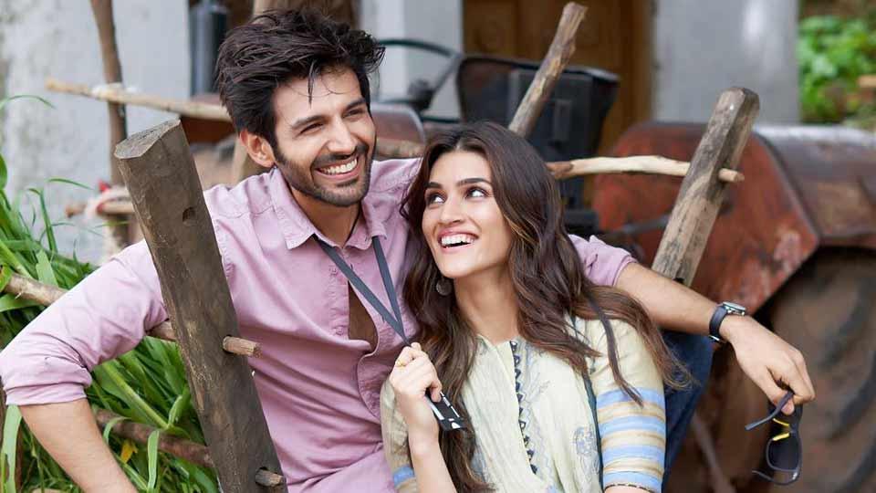 वहीं लक्ष्मण उतेकर के निर्देशन में बनी लुका छुपी ने घरेलू बॉक्स ऑफिस पर 14 दिनों में कुल 75 करोड़ 24 लाख की कमाई कर ली है. ये फिल्म अब भी युवाओं की पसंद बनी हुई है. इस फिल्म को देश भर में शुरुआत में 2100 और विदेशों में 407 स्क्रीन्स में रिलीज़ किया गया था. फिल्म में उनके साथ पंकज त्रिपाठी, विनय पाठक और अपारशक्ति खुराना भी हैं.