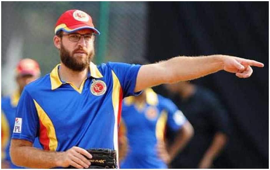 इस टीम के हैड कोच डेनियल विटोरी हैं और बेंगलुरू का एम. चिन्नास्वामी क्रिकेट स्टेडियम इस टीम का होम ग्राउंड है. जबकि विराट कोहली, एबी डीविलियर्स, शिमरॉन हेटमायर, युजवेंद्र चहल, मार्कस स्टोइनिस आदि स्टार खिलाड़ी हैं.