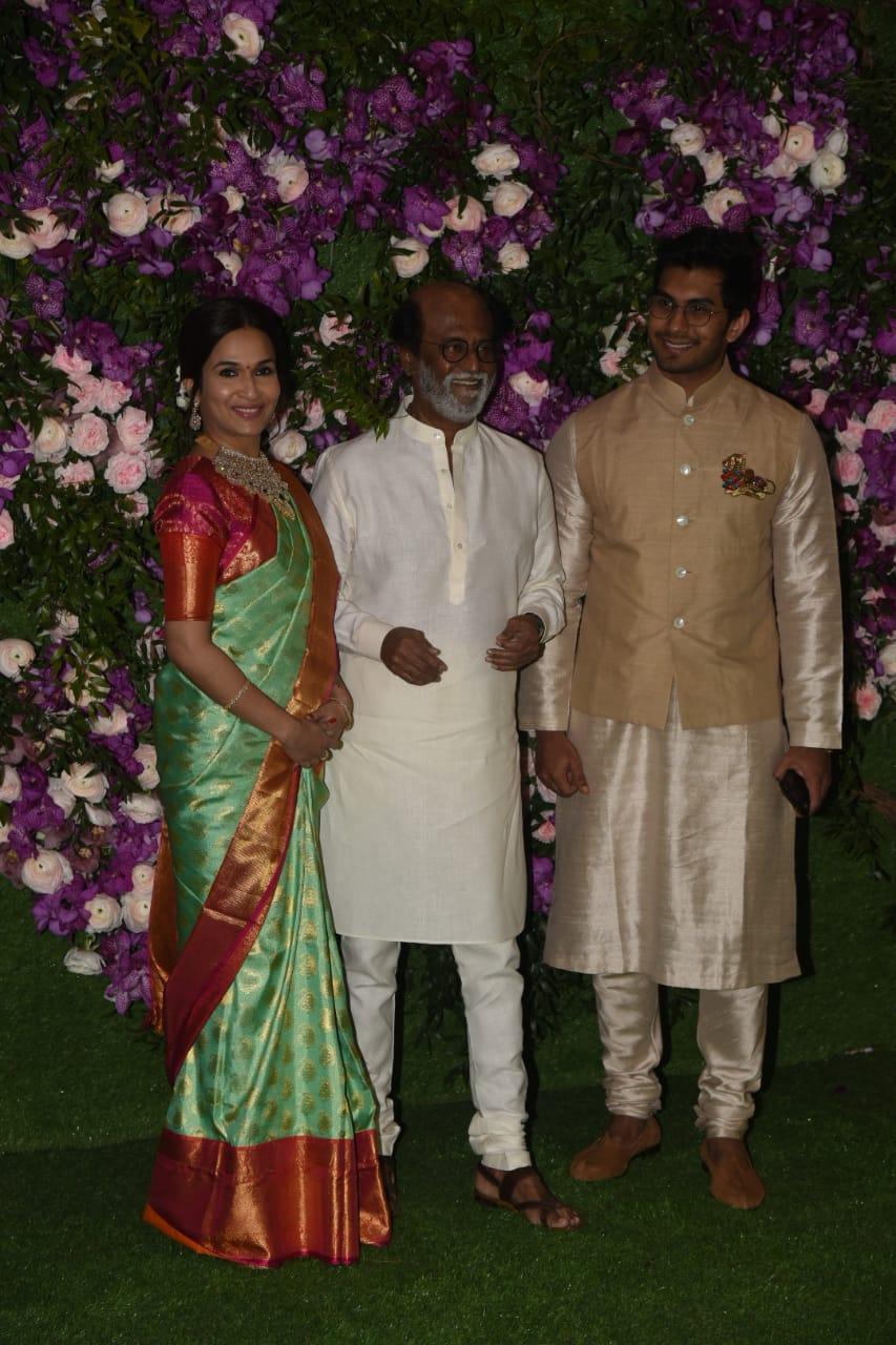 वहीं इस पार्टी में 'थलाइवा' रजनीकांत ने भी बेहद स्टाइलिश एंट्री ली. रजनीकांत के साथ उनकी बेटी सौंदर्या और दामाद अश्विन भी पहुंचे.