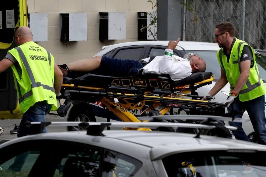 न्यूजीलैंड के क्राइस्टचर्च की दो मस्जिदों में गोलीबारी हो रही है. पहला हमला अल नूर मस्जिद में हुआ. गोलीबारी की घटना में 27 लोगों की मौत की खबर है. कई लोगों के घायल होने की भी आशंका जताई जा रही है. बताया जा रहा है कि हमलावर ने काले कपड़े पहने हुए हैं और वह सिर पर हेलमेट लगाया हुआ है. न्यूजीलैंड की पुलिस ने पूरा इलाका घेर लिया है. पुलिस हमलावर को जबाव दे रही है. पुलिस ने गोलीबारी के एक आरोपी को गिरफ्तार किया है.(स्रोतःएपी)