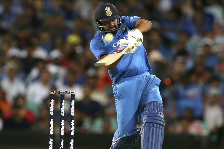 दिल्ली में आज भारत और ऑस्ट्रेलिया के बीच पांचवां और आखिरी मैच खेला जाएगा. वैसे तो हर किसी की निगाहें इस मैच के नतीजे पर टिकी रहेंगी. लेकिन टीम इंडिया के धाकड़ ओपनर रोहित शर्मा के पास आज दिल्ली में एक के बाद कई रिकॉर्ड बनाने का मौका होगा. पिछले मैच में रोहित शर्मा सिर्फ 5 रन से शतक चूक गए थे.