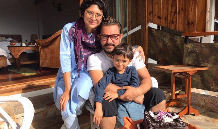 इस प्रेस कॉन्फ्रेंस के दौरान आमिर ने मीडिया से अपने बर्थडे के बारे में कुछ बातें भी शेयर कीं. आमिर ने बताया कि उन्हें उनकी पत्नी और बेटे ने किस तरह बेहद प्यारा गिफ्ट देकर सरप्राइज किया. उन्होंने बताया कि जब वो सुबह उठे तो उनके बेटे आजाद और बीवी ने उनके गिफ्ट्स तैयार कर बेड पर रख दिए थे जिसमें आजाद ने उनके लिए कुछ पेंटिंग बनाईं थी और एक ड्राइंग उनकी पत्नी किरण ने उनके लिए बनाई.