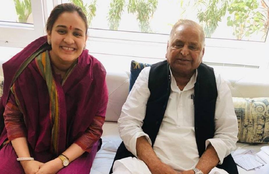अपर्णा यादव: अपर्णा यादव वरिष्ठ सपा नेता मुलायम सिंह यादव के छोटे बेटे प्रतीक यादव की पत्नी हैं. वह सक्रिय सामाजिक कार्यकर्ता रही हैं. इसके अलावा वह कैंट से विधानसभा चुनाव भी लड़ चुकी हैं. 2017 के विधानसभा चुनाव में अपर्णा जब लखनऊ कैंट से मैदान में थीं, तब मुलायम सिंह यादव की बड़ी बहू और पूर्व सीएम अखिलेश यादव की पत्नी डिंपल ने उनके पक्ष में खूब प्रचार किया था. हालांकि उन्हें भाजपा उम्मीदवार रीता बहुगुणा जोशी से चुनाव में हार का सामना करना पड़ा था.