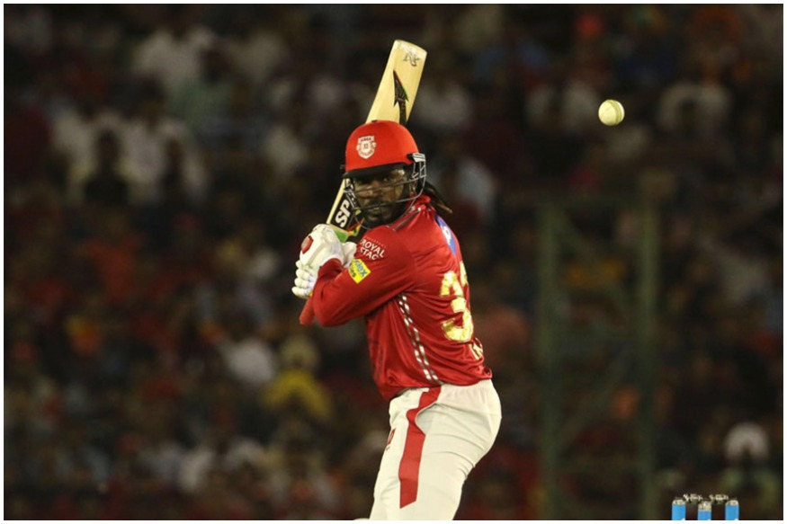 क्रिस गेल के आईपीएल में 292 छक्के हो गए हैं और उन्हें छक्कों की ट्रिपल सेंचुरी पूरी करने के लिए सिर्फ 8 छक्के और लगाने हैं.