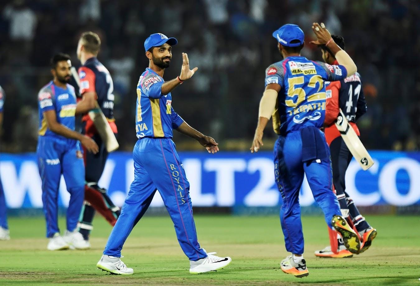 पिछले सीजन में राजस्थान रॉयल्स टीम ने दो साल के बैन के बाद लौटते हुए प्ले-ऑफ में जगह बनाई थी. जबकि बॉल टेंपरिंग में फंसने के कारण स्टीव स्मिथ नहीं खेल पाए थे और टीम इंडिया के टेस्ट उपकप्तान अजिंक्य रहाणे ने टीम की बागडोर संभाली थी. इस बार टीम के नियमित कप्तान स्मिथ 28 मार्च के बाद खेलने के लिए आजाद हैं और टीम ने उन्हें अपने साथ बनाए रखा है. अब देखना दिलचस्पहोगा कि कप्तानी रहाणे करेंगे या फिर स्मिथ?