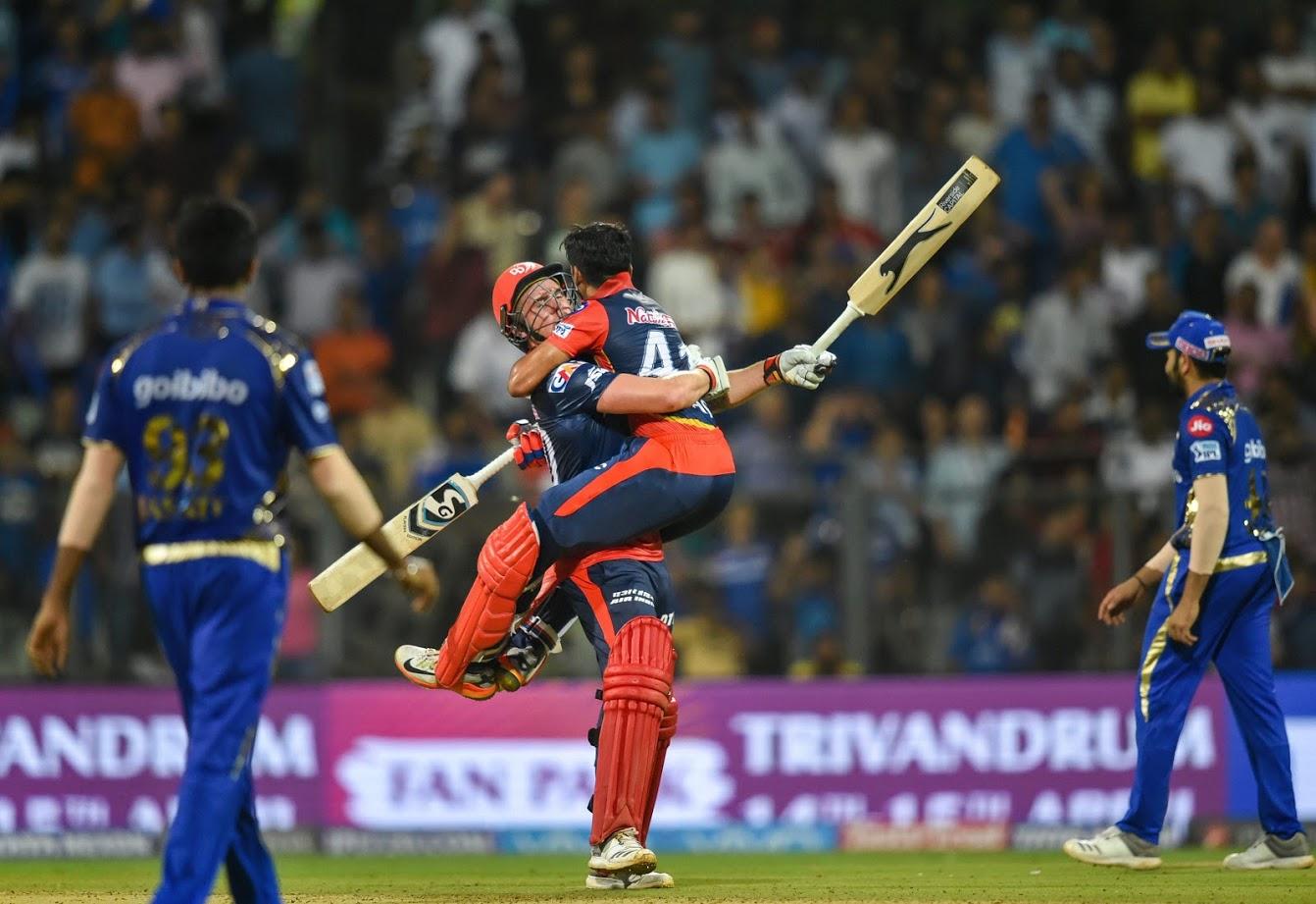 दिल्ली डेयरडेविल्स आईपीएल 12 में दिल्ली कैपिटल्स के नाम के साथ उतरेगी. हमेशा की तरह इस बार भी टीम मजबूत है, लेकिन वह खिताब जीतेगी या नहीं यह तो वक्त ही बताएगा. वैसे पिछले साल कुछ मैचों में टीम के खराब प्रदर्शन के बाद गंभीर ने कप्तानी छोड़ दी थी और टीम ने श्रेयस अय्यर के नेतृत्व में कुछ मैचों में चौंकाने वाला प्रदर्शन कर सबको हैरान कर दिया था.