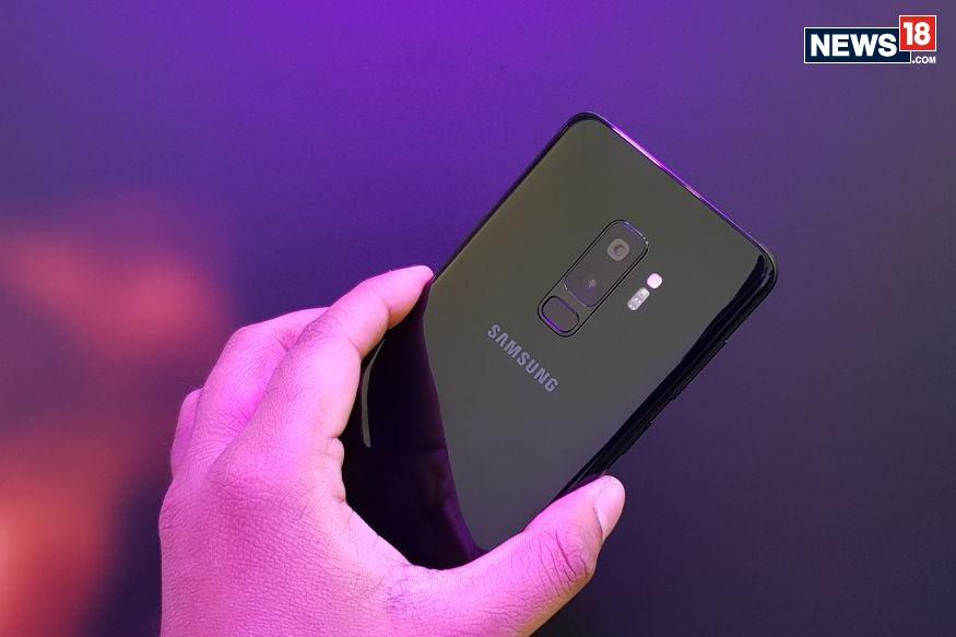 Galaxy S10e માં5.8-ઇંચ ફ્લેટ ડાયનેમિક એમઓએમએલડી ડિસ્પ્લે છે. તેની બેક પેનલ પર ડ્યુઅલ કેમેરા સેટઅપ છે, જેમાં પહેલો કેમેરો 12 મેગાપિક્સલનો છે અને બીજો 16 મેગાપિક્સલનો છે. આ ઉપરાંત ફોનમાં 3,100 એમએએચ બેટરી છે. આ ફોન હાલમાં પીળા, ડાર્ક ગ્રે, વ્હાઇટ, ગ્રીન અને બ્લુ કલર વિકલ્પોમાં વેચાણ માટે ઉપલબ્ધ છે.