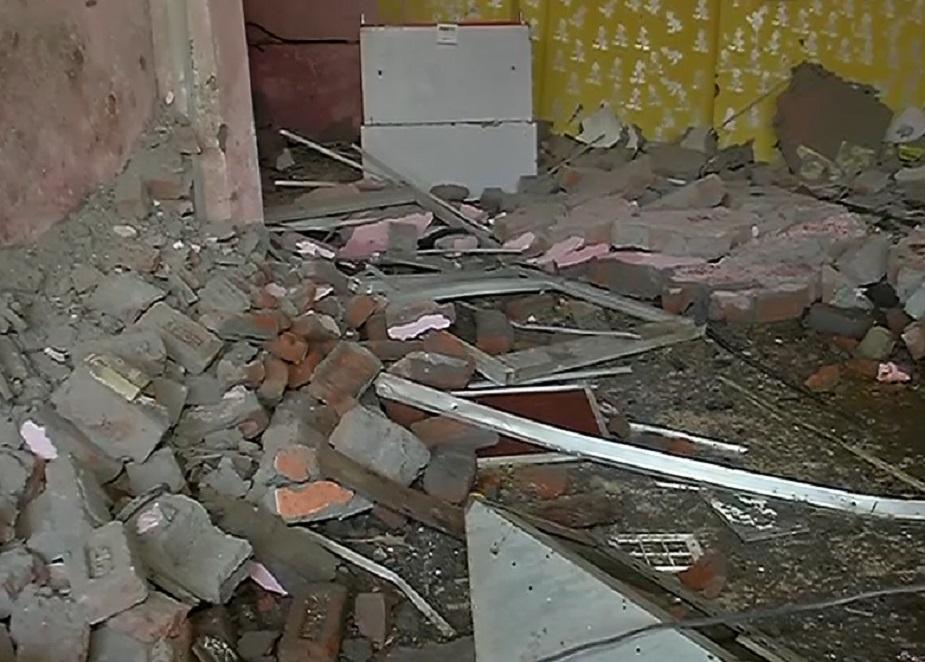 कॉम्पलेक्स के पड़ोस में ही एक दुकान चलाने वाले दुर्गेश ने कहा कि रात दो बजे तक उस दुकान में लोग मौजूद थे और झगड़ा भी हुआ था. दुर्गेश ने कहा कि मामला संदिग्ध लग रहा है.