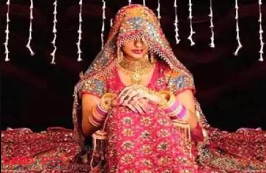 बिहार के नालंदा जिले से एक बड़ी खबर सामने आई है, जहां दुल्हन ने शादी करने से इनकार कर दिया. इसके बाद दूल्हा सहित पूरी बारात को बैरंग वापस लौटना पड़ा. कहा जा रहा है कि बराती और घराती के बीच जमकर मारपीट भी हुई है. इस घटना की चर्चा पूरे जिले में हो रही है. दूल्हे और बारातियों की एक छोटी से हरकत से नाराज दुल्हन ने शादी करने से इनकार किया है. दुल्हन द्वार शादी करने से इनकार करने के बाद रात को ही पूरी बारात को वापस लौटा दिया गया.