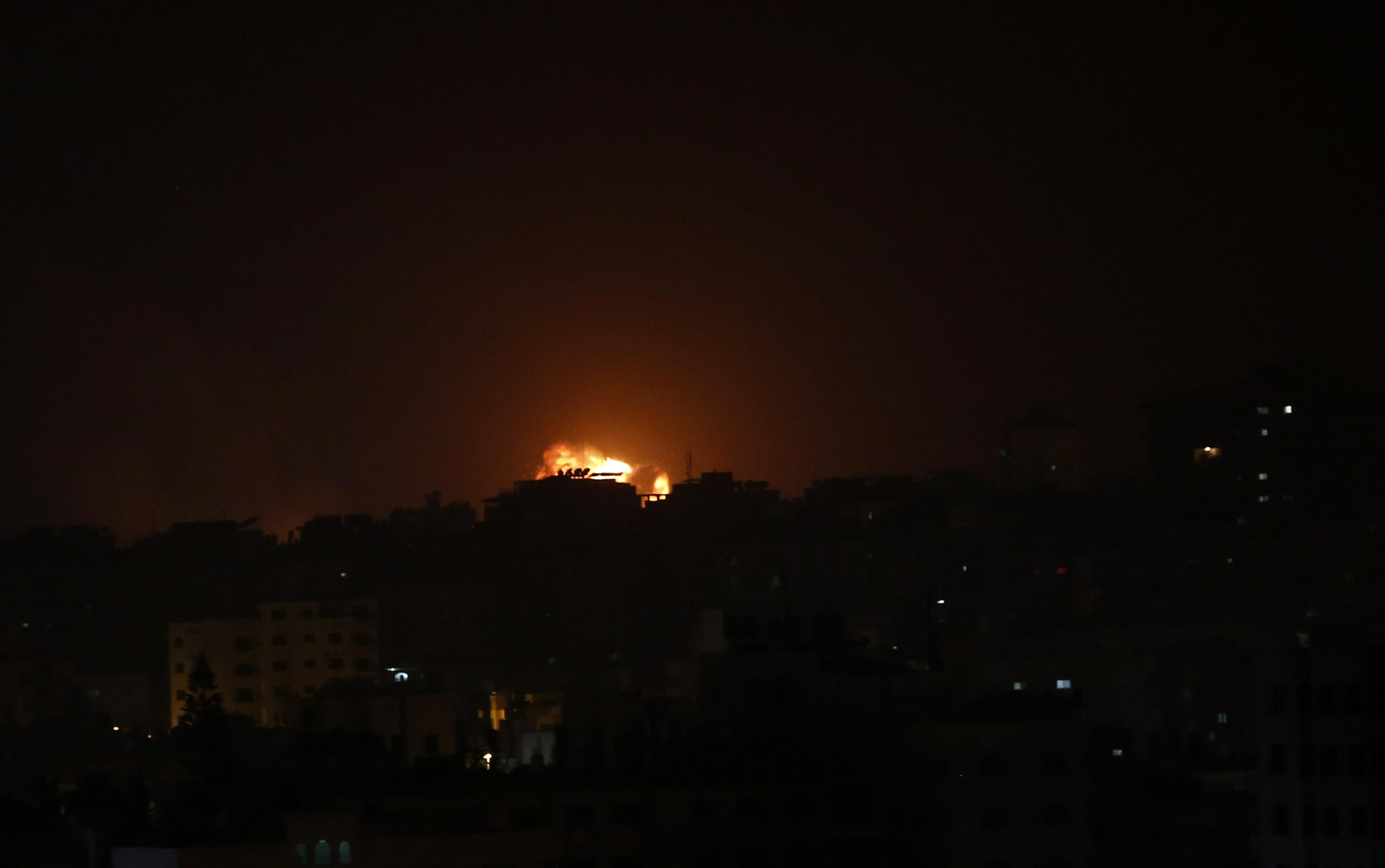 इजरायली सेना ने भी इसकी पुष्टि कर दी है. इजरायली सेना ने दावा किया है कि उसने गाजा के आतंकी अड्डों पर हमला किया है.