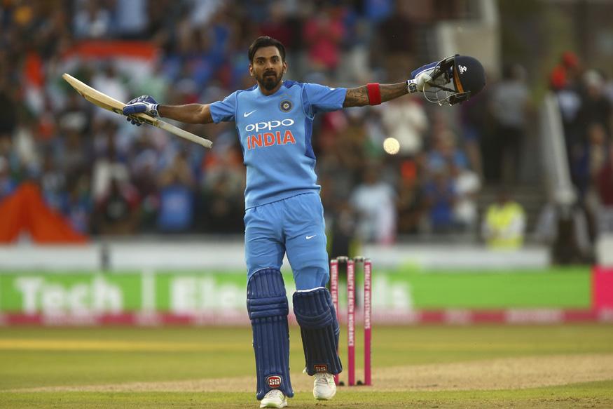 8. केएल राहुल के नाम पर भले ही क्रिकेट प्रेमियों को थोड़ा संदेह हो लेकिन उनका भी वर्ल्ड कप में जाना तय है. विराट कोहली के वो फेवरेट हैं. साथ ही राहुल ओपनिंग और मिडिल ऑर्डर दोंनो स्लॉट के लिए विकल्प साबित हो सकते हैं.