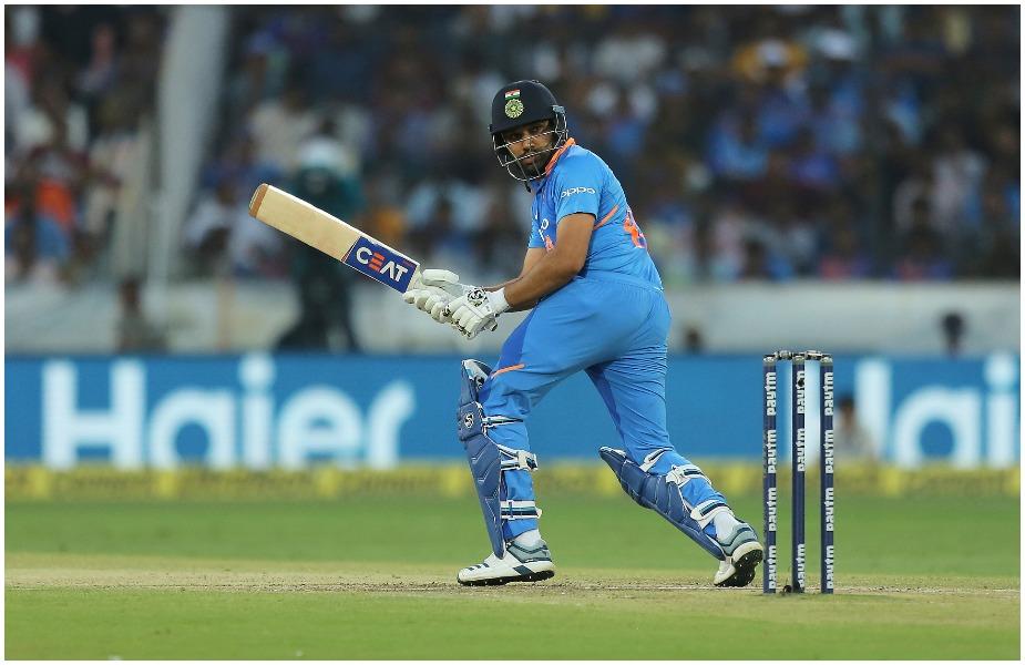 2. 'हिटमैन' रोहित शर्मा इन दिनों दुनिया के सबसे खतरनाक ओपनर हैं. वनडे में तीन दोहरेे शतक लगाने वाले रोहित दुनिया के इकलौते खिलाड़ी हैं. ये उनका दूसरा वर्ल्ड कप होगा.