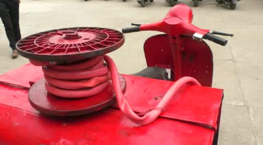 इसके साथ इस स्कूटर में एक आग बुझाने वाला सिलेंडर भी रखा गया है. विद्यार्थियों की इस मेहनत में अध्यापकों ने भी उन्हें पूर्ण सहयोग दिया.