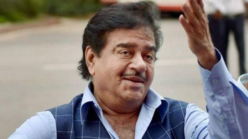 पटना साहिब से सांसद शत्रुघ्न सिन्हा की सांसद निधि में 2.34 करोड़ रुपये बचे हुए हैं, जिसे वे खर्च नहीं कर सके हैं.