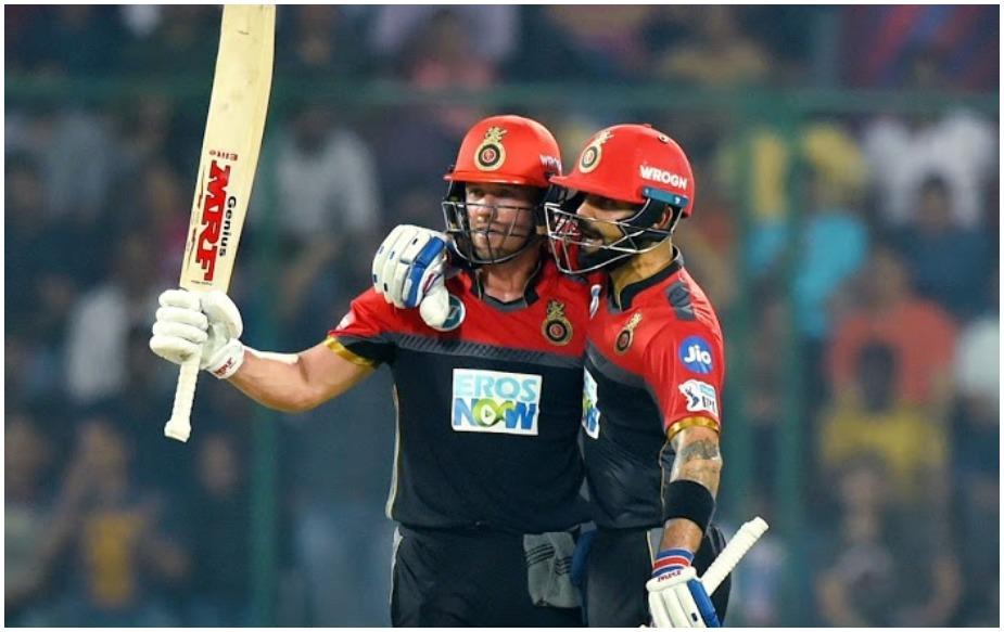 आईपीएल 12 में मुंबई इंडियंस और रॉयल चैलेंजर्स बैंगलोर के बीच मुकाबला शुरू होने में बस कुछ घंटे बचे हैं. दोनों टीमें इस सीजन में अपना पहला मैच गंवा बैठी हैं, लिहाजा बेंगलुरू के एम. चिन्नास्वामी स्टेडियम में होने वाला ये मैच खासा दिलचस्प होने वाला है. जबकि इस दौरान आरसीबी के कप्तान विराट कोहली और धाकड़ बल्लेबाज़ एबी डीविलियर्स एक अहम रिकॉर्ड हासिल करने वाले हैं.