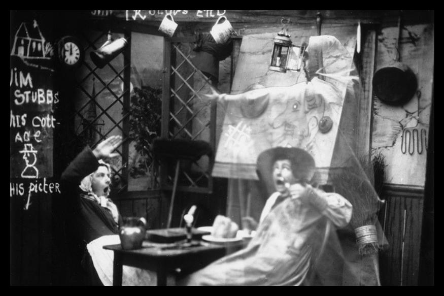 1865 में विलियम एच मम्मलर द्वारा ली गई इस तस्वीर में डिनर करते पति पत्नी के साथ एक आकृति भी नज़र आ रही है.इसके अलावा भी मम्मलर ने ऐसी कई तस्वीरें ली हैॆ, जो खुद एक सवाल बन कर रह गई है.(लंदन स्टीरियोस्कोपिक कंपनी)