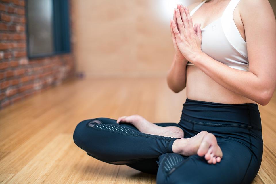ગર્ભાવસ્થા પછી વજન ગુમાવવાનો શ્રેષ્ઠ માર્ગ યોગ છે. આ તમને તમારા તન, મનને તંદુરસ્ત કરશે. જો કે યોગ કર્યા પહેલાં નિષ્ણાતની સલાહ લો.
