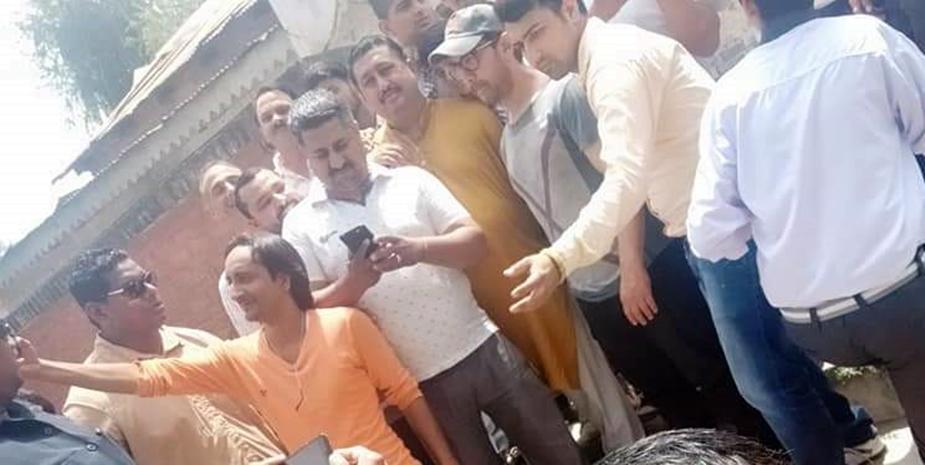 आमिर खान धर्मशाला के सिधवाड़ी में एक होटल में रुके हैं. मंगलवार सुबह आमिर खान टीम के साथ पालमपुर के घुग्घर हार पहुंचे थे और यहाँ प्राकृतिक सौंदर्य और चाय बागानों का नजारा लिया था.